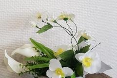Composition florale arums blancs