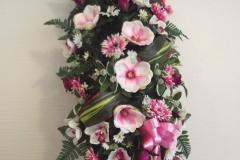 Grand dessus de cercueil. Fleurs blanches et roses