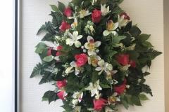 Dessus de cercueil Fleurs blanches et roses