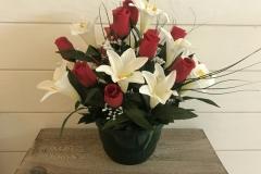 Fleurs blanches et rouges en pot