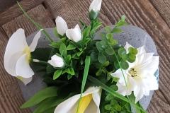 Cœur de fleurs artificielles blanches