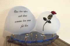 Plaque altu. Deux cœurs bleus avec rose en acier et texte
