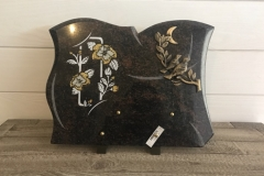Plaque granite. Decoration doree et blanche